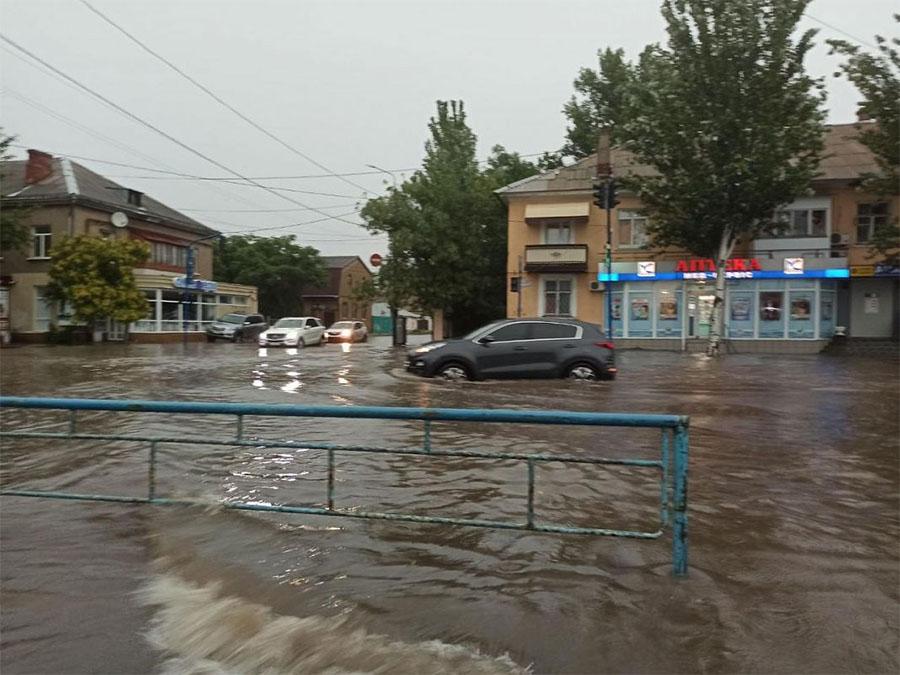 Відомий український курорт пішов під воду: двоє людей загинули