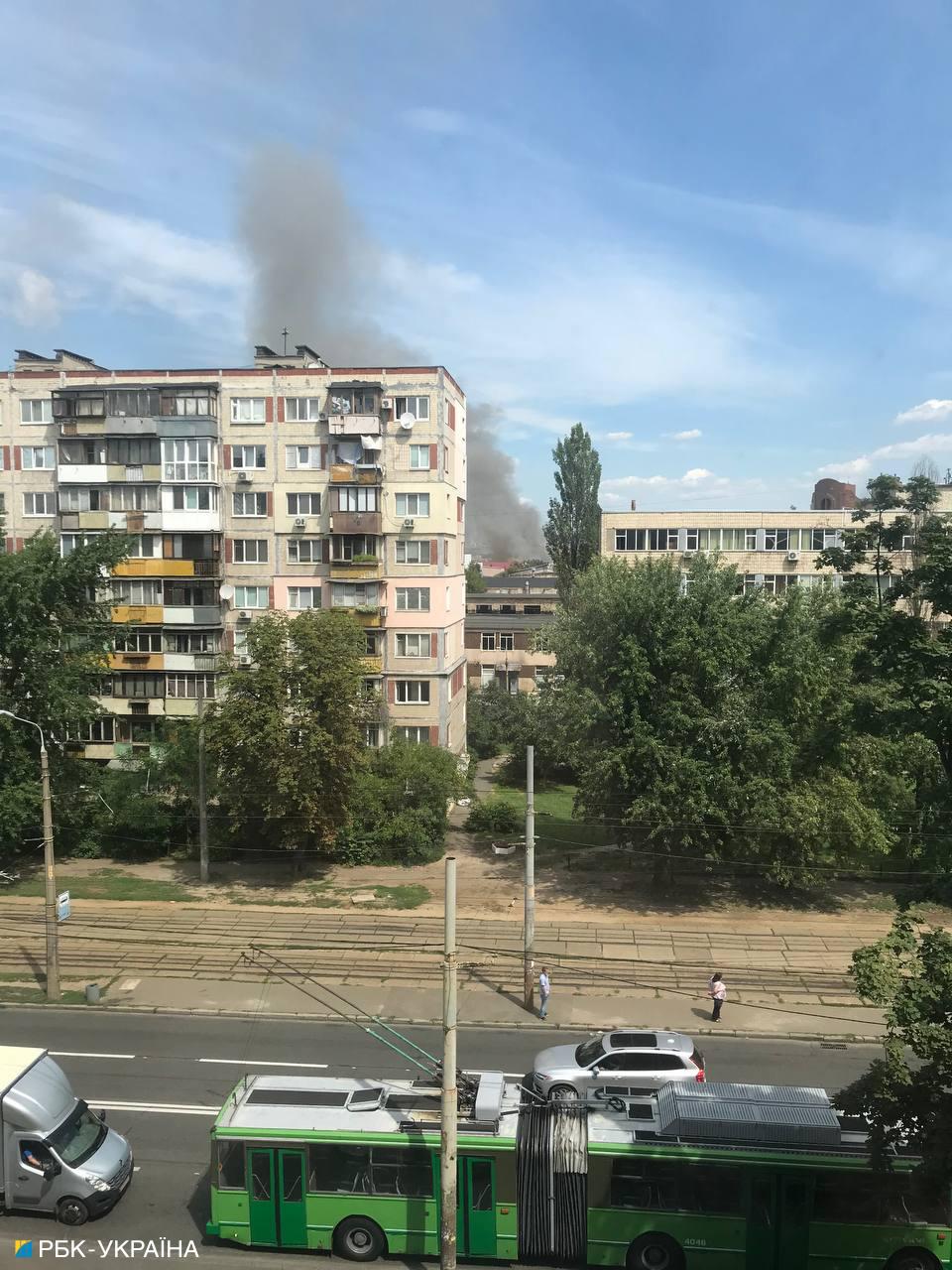 В Киеве масштабный пожар. Горят склады