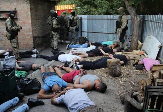 """В Кропивницком полиция задержала почти 30 вооруженных участников криминальной """"сходки"""""""