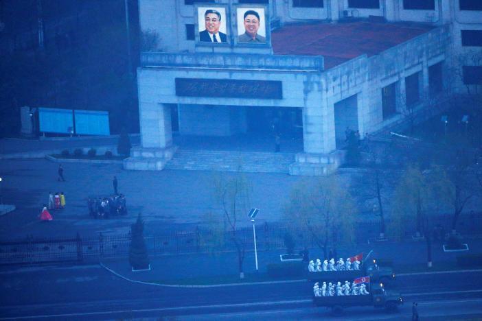 На військовому параді вКНДР представили нову балістичну ракету: ЗМІ показали фото