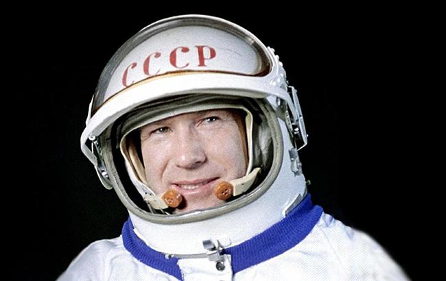Умер космонавт Леонов