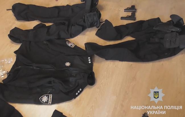 ВКиеве словили  банду аферистов вформе патрульной милиции