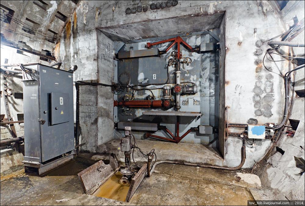 Дивіться, як у метро Києва працює гермозатвор на випадок ядерної війни або повені (відео)