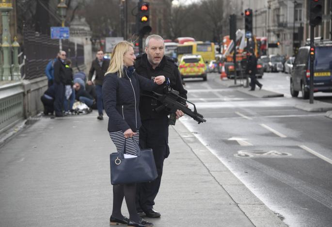 12 человек пострадали из-за стрельбы уздания парламента Англии
