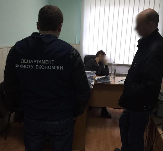 ВКиеве задержали госисполнителя навзятке в90 тысяч гривен