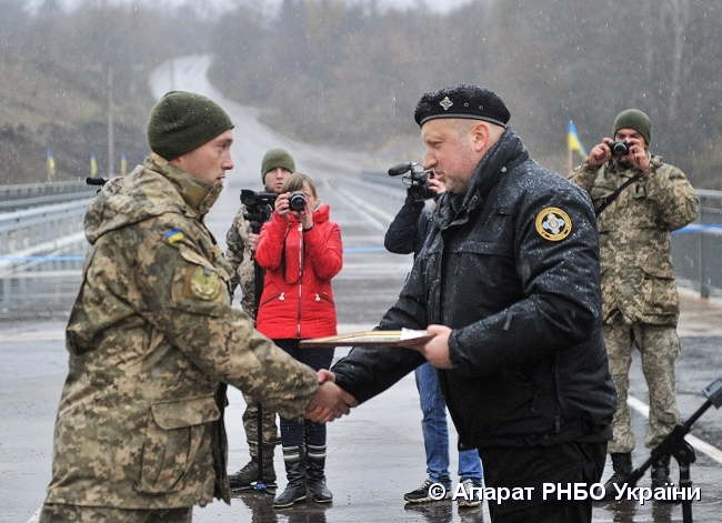 Турчинов обязал военное руководство усилить меры посохранению жизни военных наДонбассе