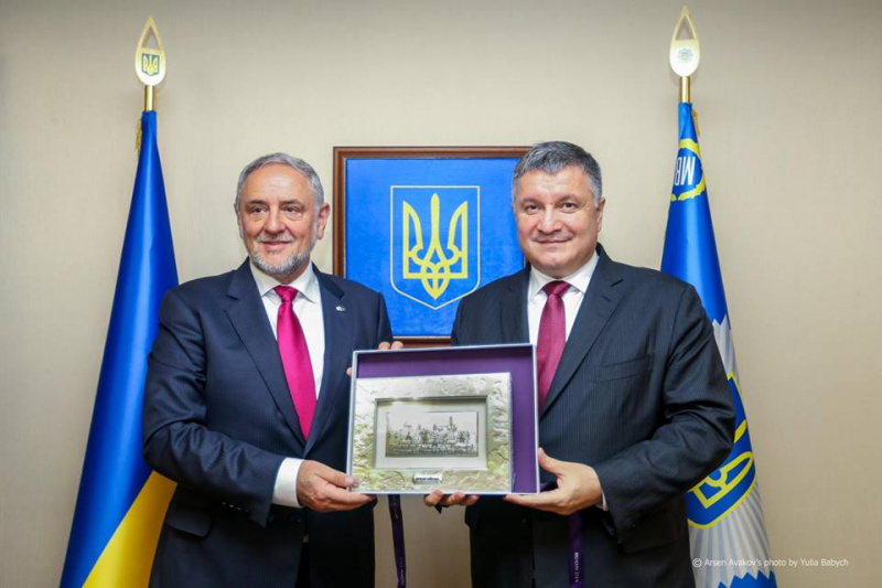 Аваков призвал отказаться отМинских договоров