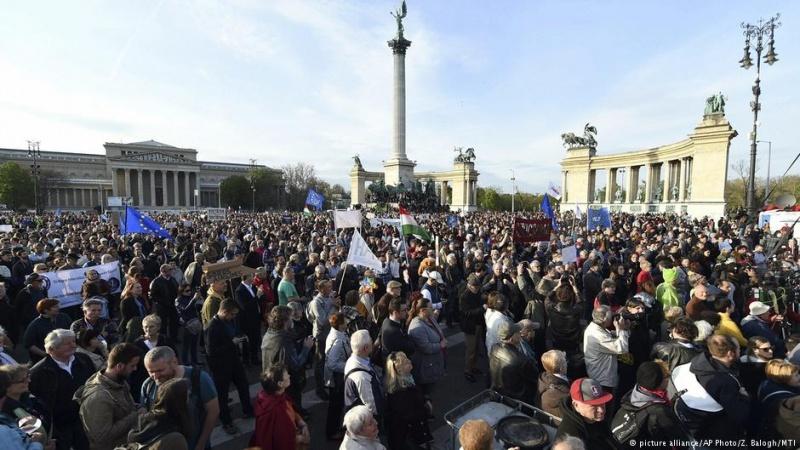 ВВенгрии протестуют против закона, угрожающего вузу Сороса