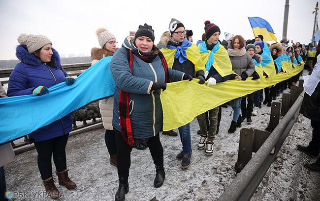 """""""Живая цепь"""" на мосту Патона в Киеве"""