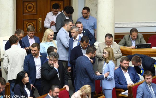 """Площадки раздора: почему депутаты """"Слуги народа"""" рассорились с руководством"""