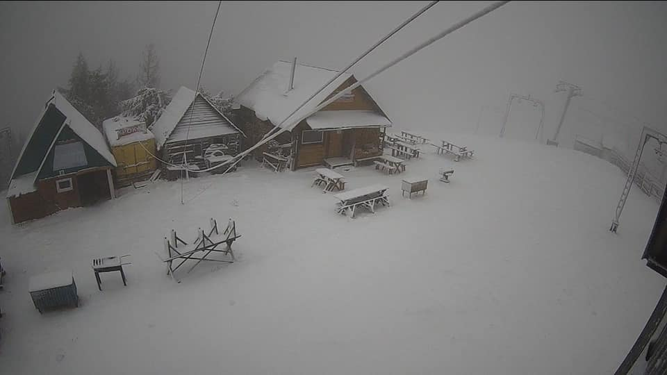 Львов замело снегом, а температура +1: шокирующие фото и видео