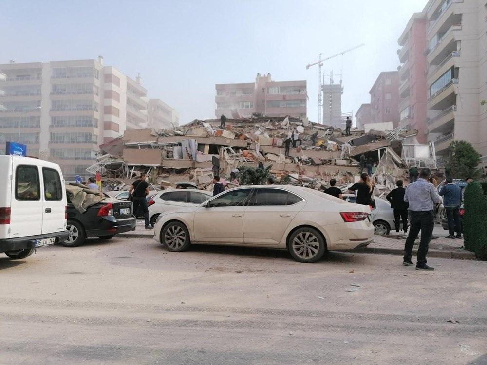 Землетрясение и цунами в Измире: видео из разрушенного курортного города