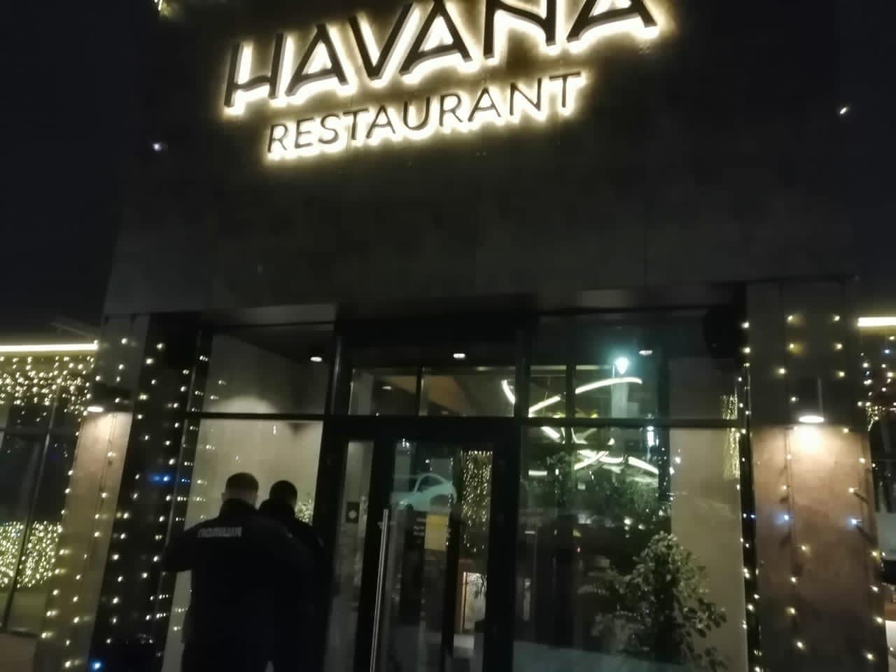 В Киеве полиция взяла штурмом элитный ресторан из-за нарушения карантина (видео)