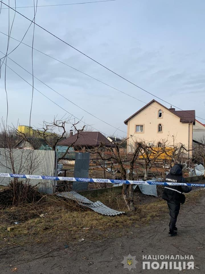 Під Києвом стався вибух. Зачепило кілька машин і найближчі будинки