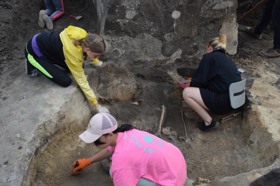 Археологи знайшли поховання прибульців під Луганськом?