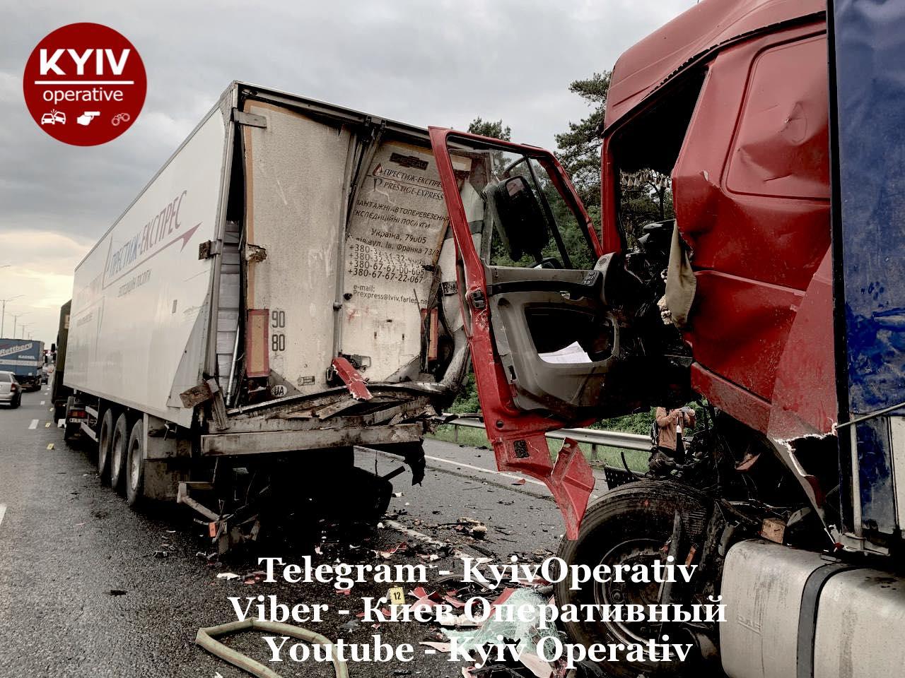 Масштабна аварія біля Києва за участю авто Нацгвардії: військові допомогли врятувати винуватця ДТП
