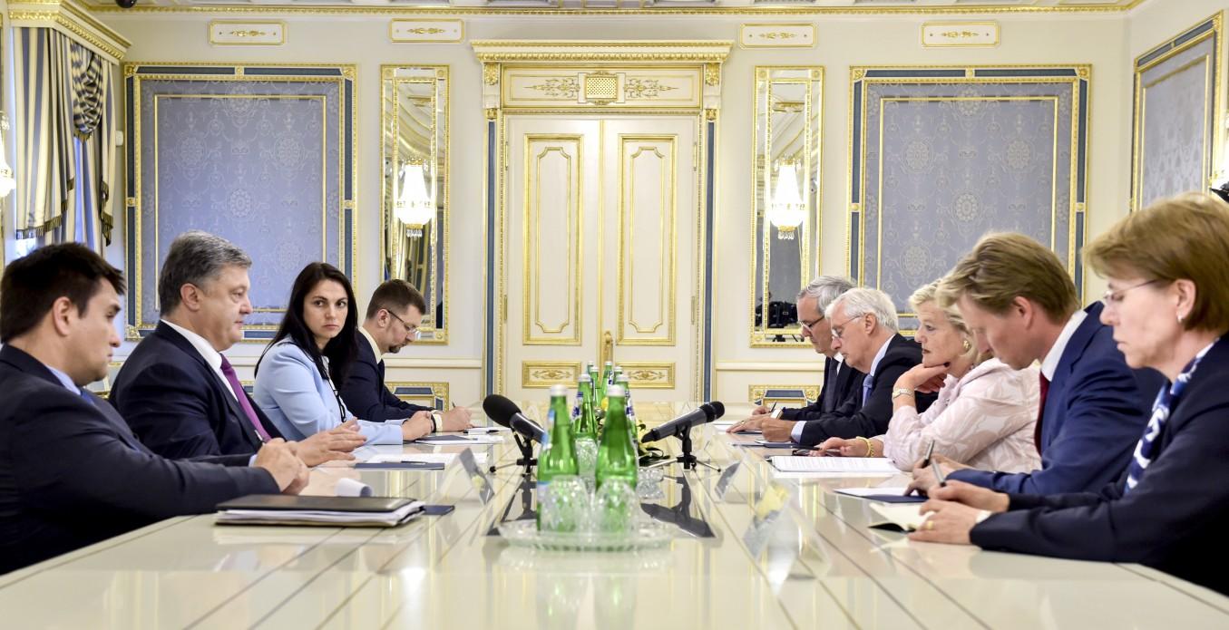 Порошенко просит Нидерланды одобрить Ассоциацию между Украинским государством иЕС