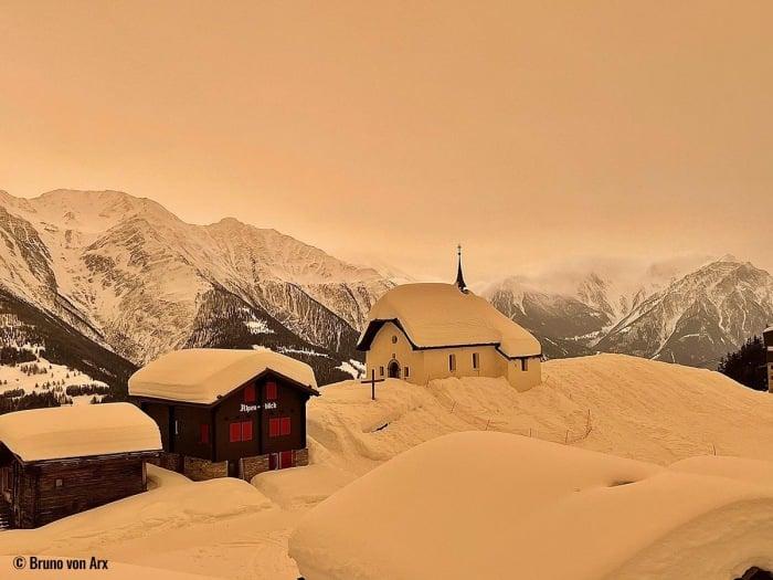 Європу засипало кольоровим снігом: фото незвичайного явища