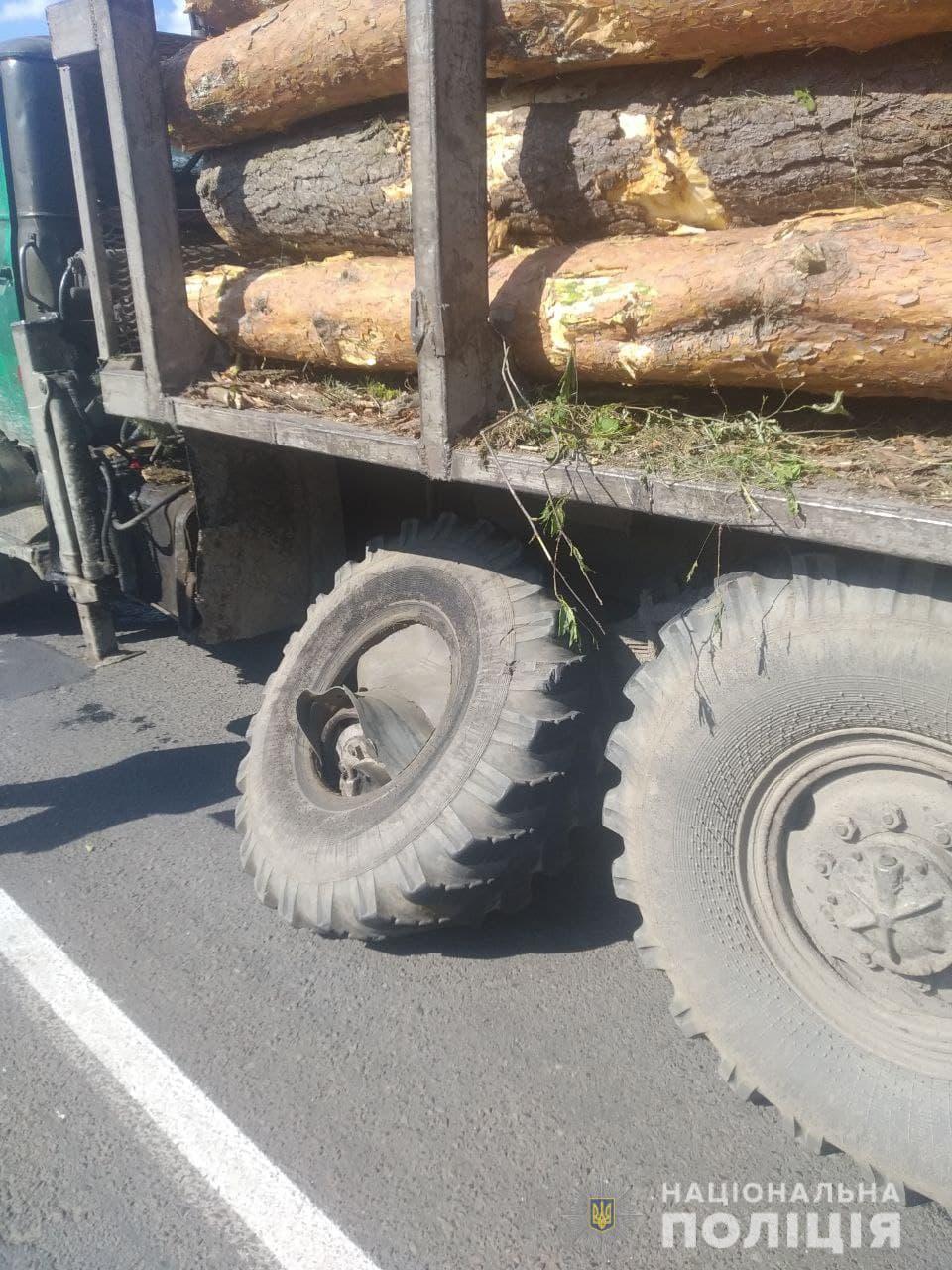 Племянника спасло чудо: новые детали трагедии под Ровно, где колесо грузовика убило пешехода