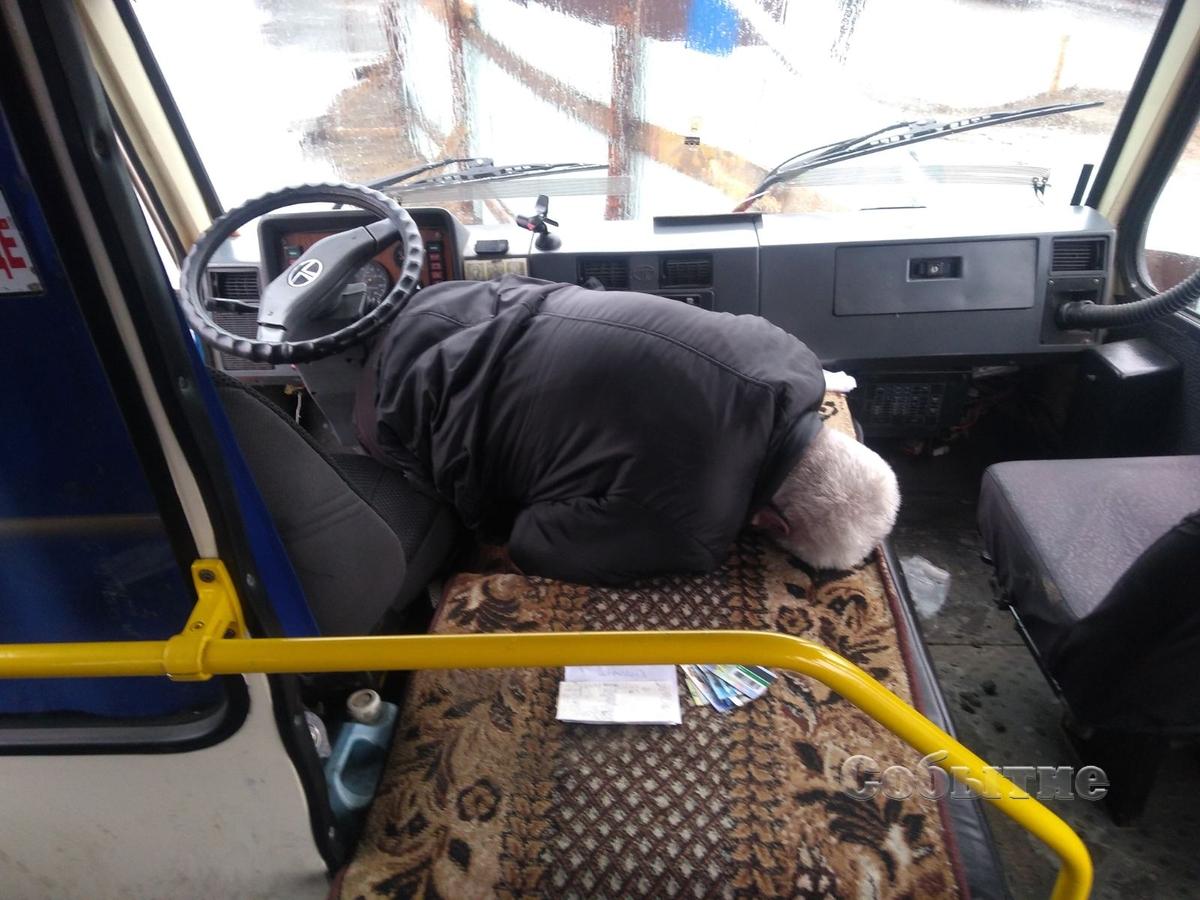 Выпрыгивали на ходу: под Днепром водитель школьного автобуса умер за рулем