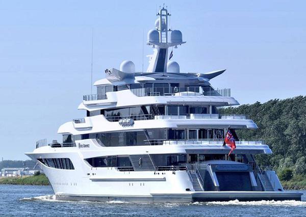 Санкции против Медведчука не затронули его шикарную яхту за 200 млн: как она выглядит