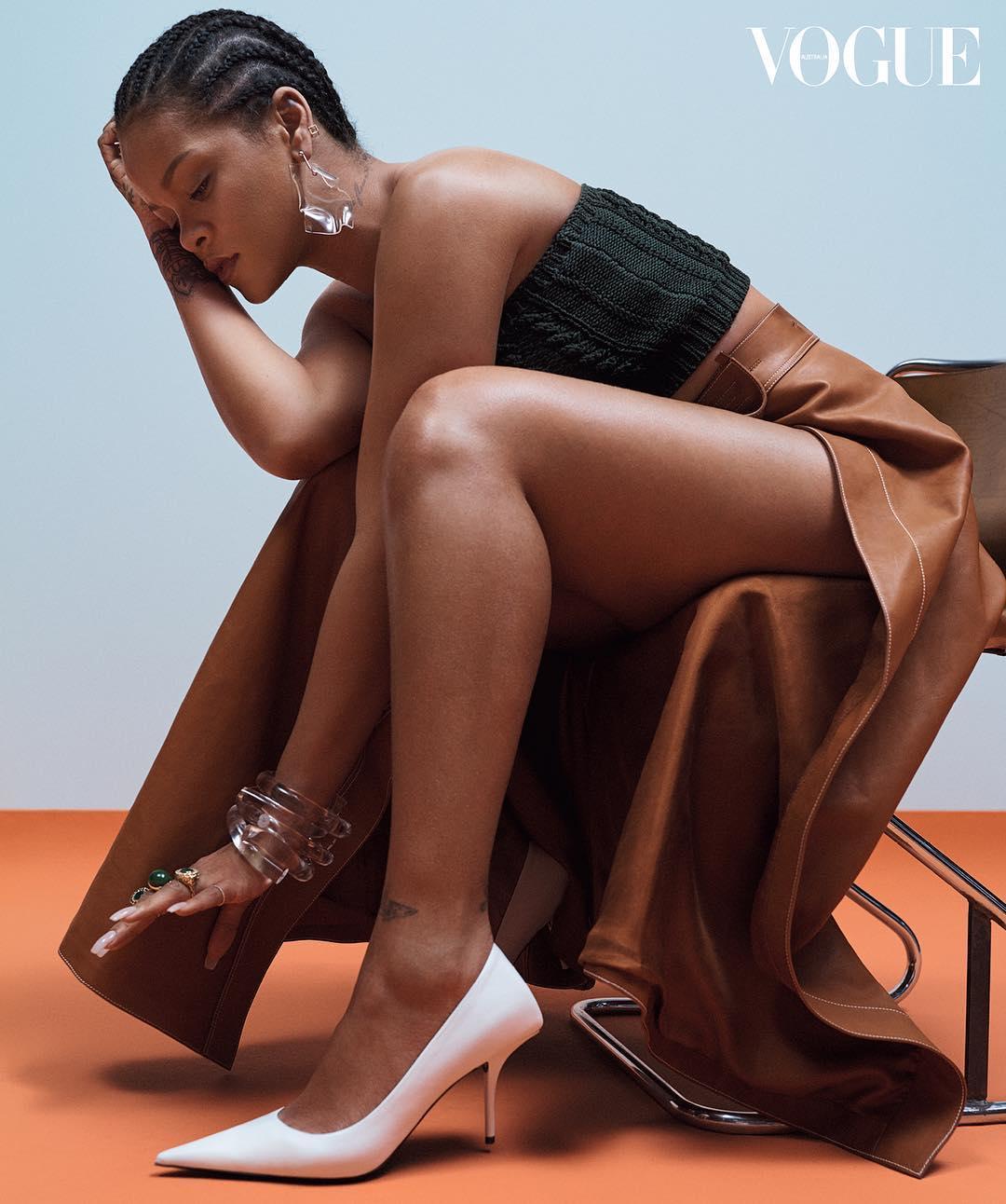 Прирожденная бунтарка: дерзкая Рианна в белье снялась для Vogue