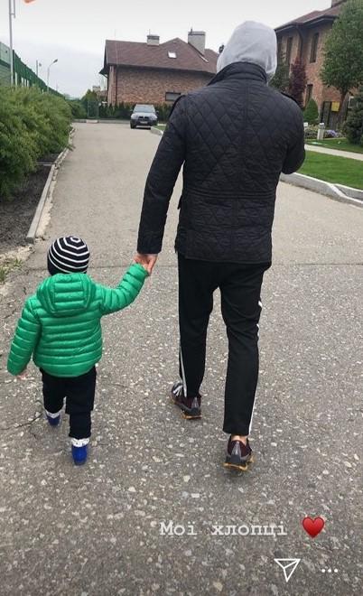 """""""Мої хлопці!"""" Катя Осадча зворушила мережу фото чоловіка з сином"""