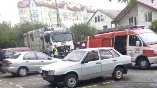 ВоЛьвове мусоровоз насмерть сбил 2-х женщин