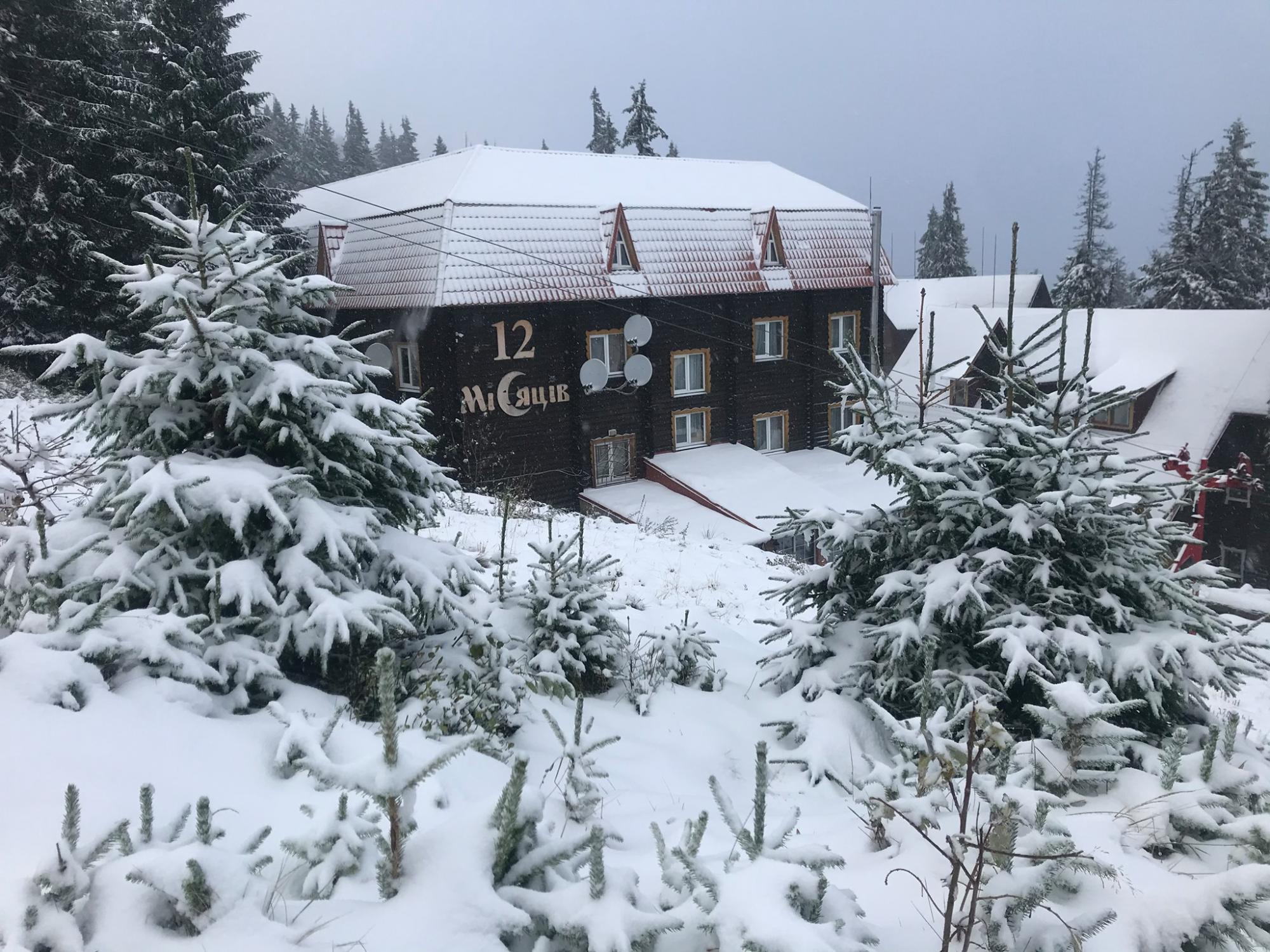 Легендарный украинский курорт засыпает снегопадом: фото и видео
