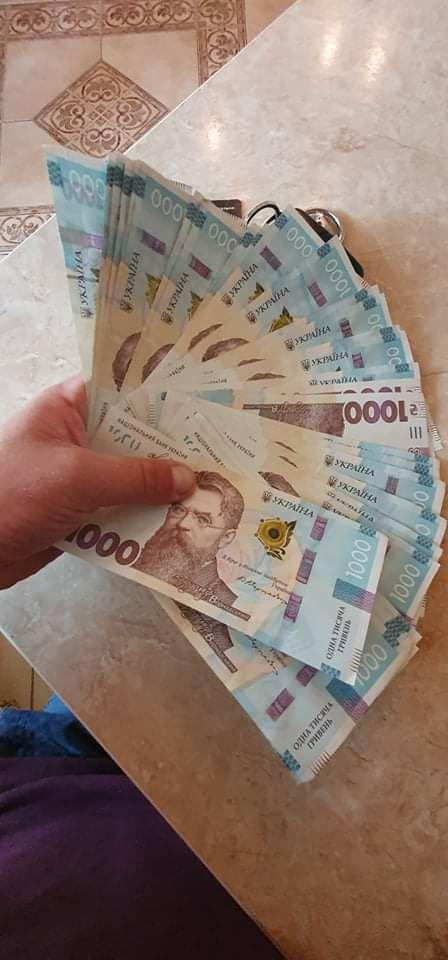 Банкомат видав українцю 40 тисяч замість 4-х, але він не зрадів (фото)