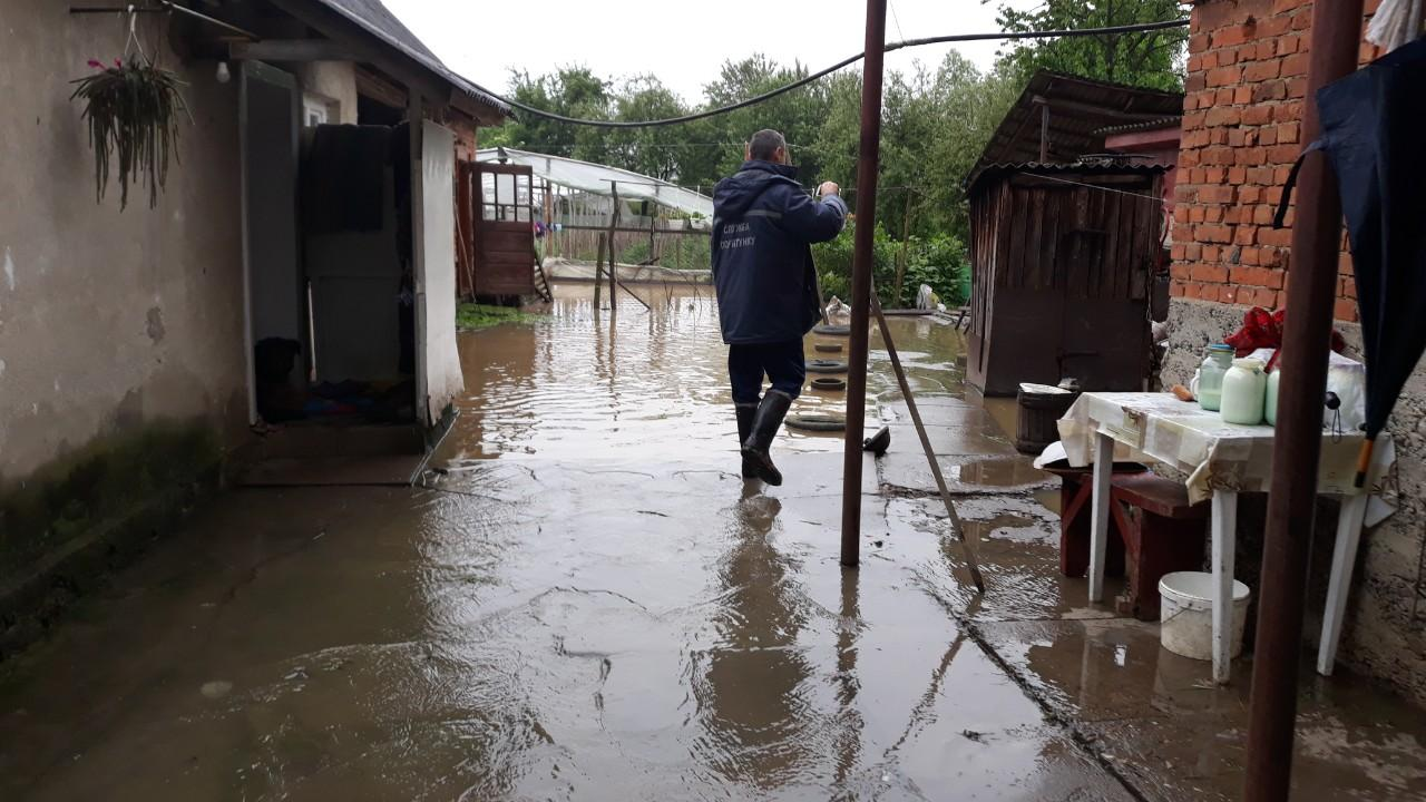 Дощі побили історичний максимум: Закарпаття йде під воду