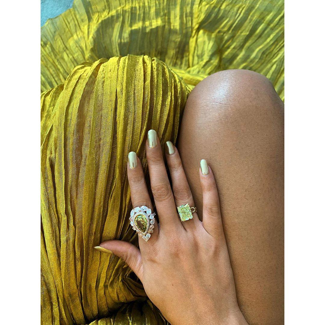 Чистое золото: Бейонсе блистает в Лондоне в роскошном платье от известного дизайнера