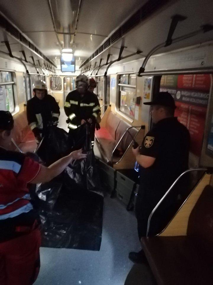 Упавшая на рельсы метро в Киеве женщина погибла