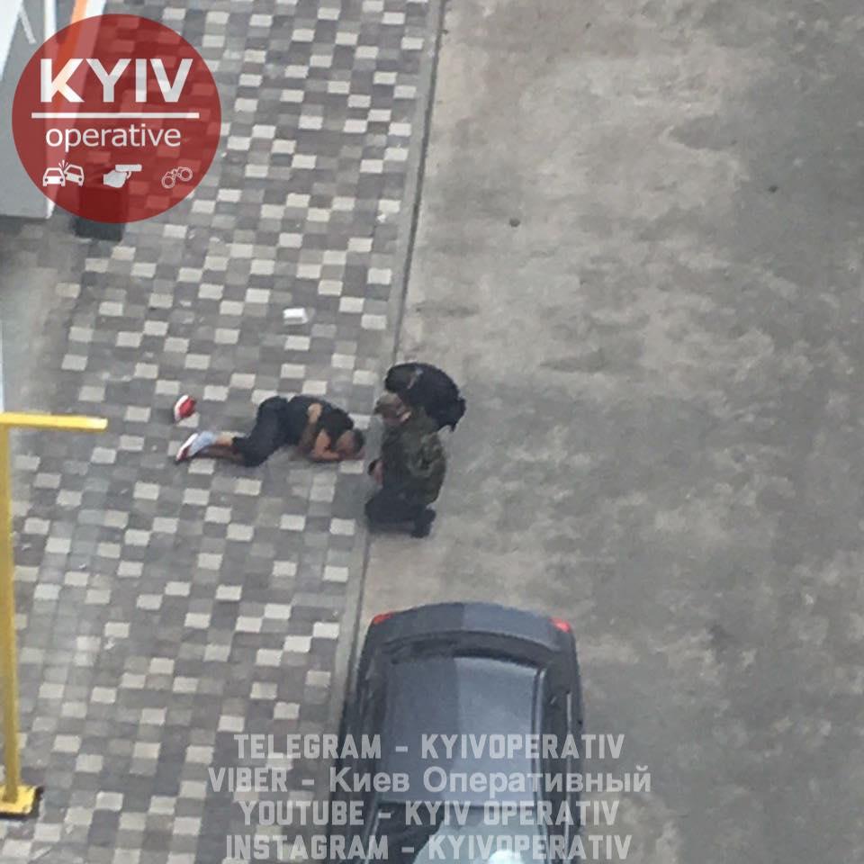 Спускався з п'ятого поверху на простирадлах: під Києвом розбився молодий чоловік