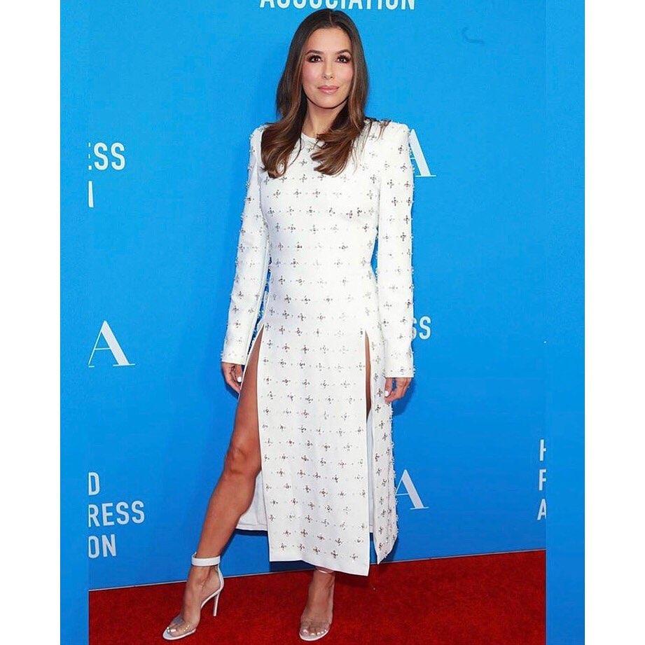 Женщина-мечта: Ева Лонгория восхищает стройными ногами в роскошном платье