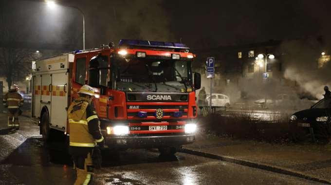 Сожжены 20 авто, разбиты витрины магазинов— Беспорядки вСтокгольме