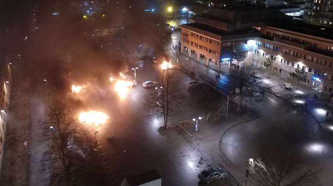 ВСтокгольме мигранты устроили массовые беспорядки