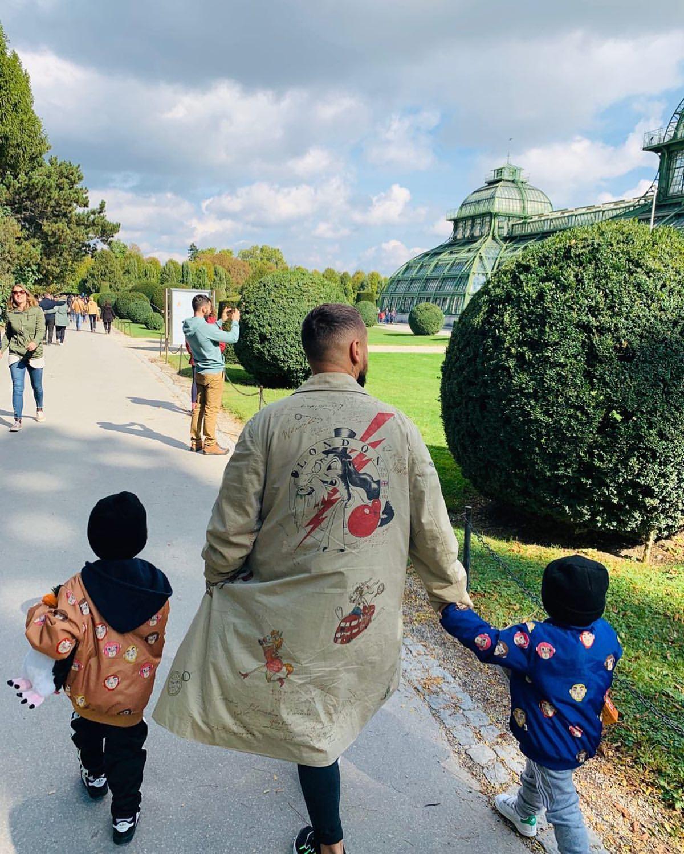 """""""Те, кто важнее всего"""": MONATIK умилил трепетным фото с сыновьями в Австрии"""