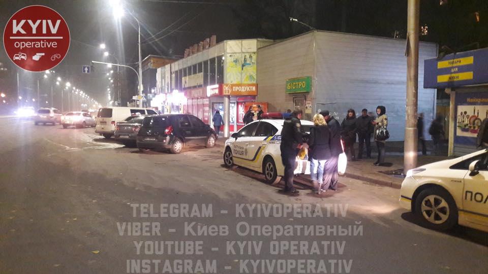 Перелом руки со смещением: в Киеве маршрутчик травмировал пассажирку