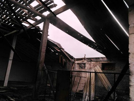 Воронки накладбище ипосеченные дома. милиция показала последствия обстрелов Сартаны боевиками