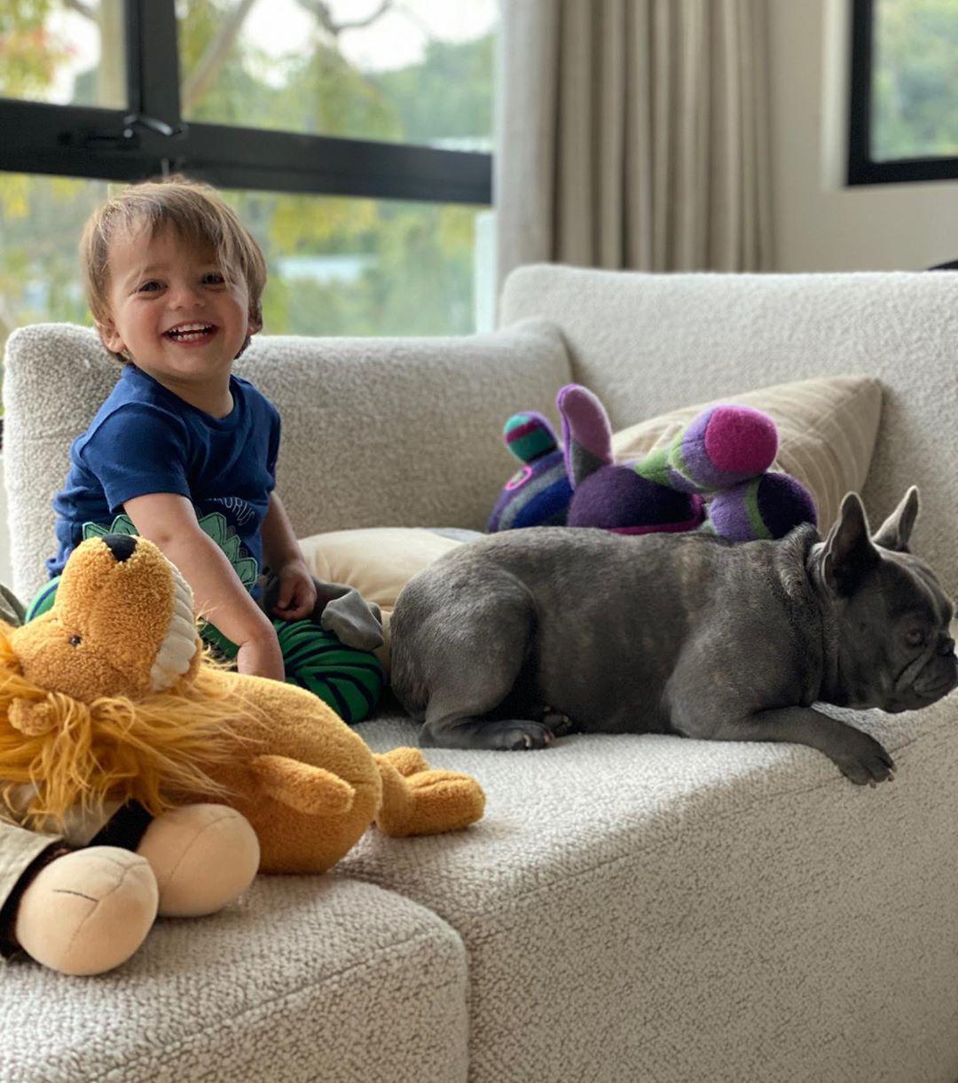 Маленький чоловік: Єва Лонгорія розчулила кумедними фото сина-підлітка