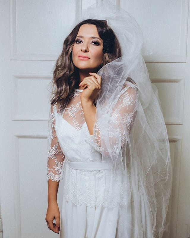 Ніжна наречена: Наталя Могилевська у весільній сукні та фаті розбурхала мережу
