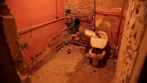 У Чернівцях студенти мешкають у гуртожитку без зручностей: немає навіть унітазів
