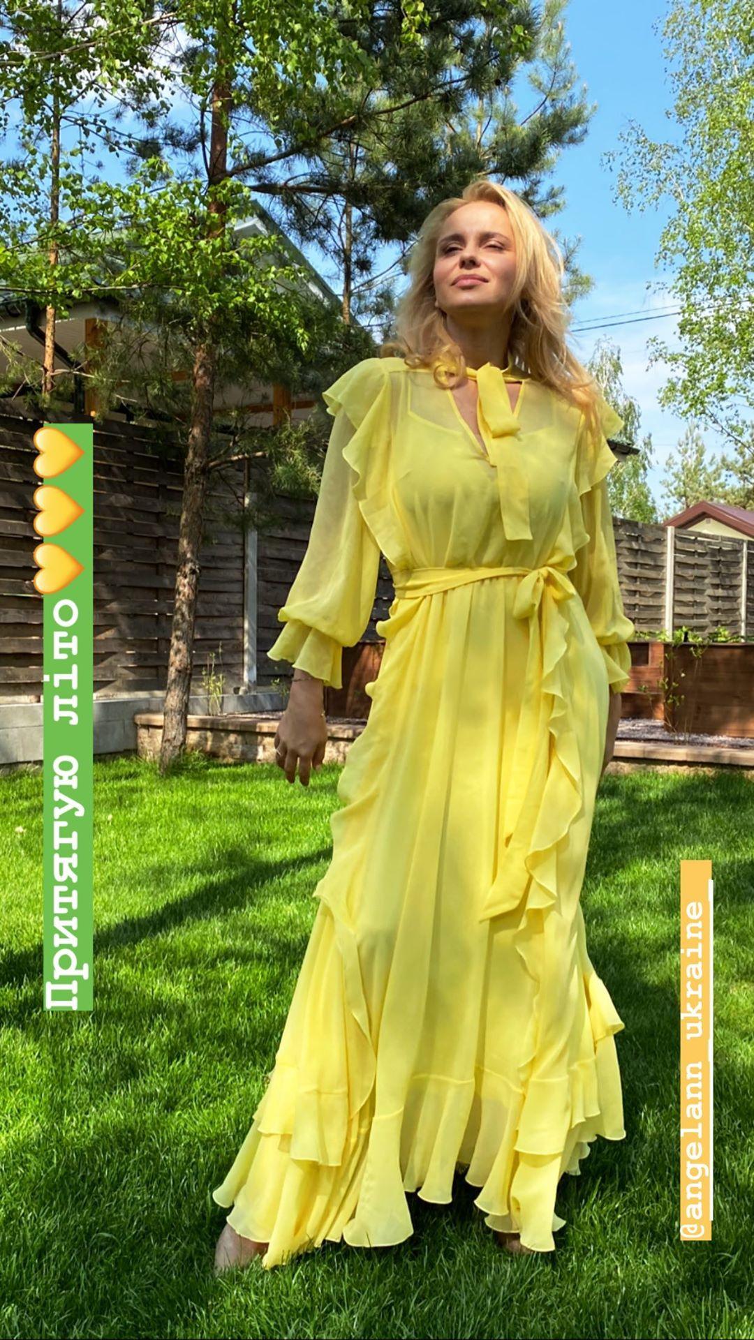 Притягиваю лето:  Лилия Ребрик в полупрозрачном платье за $550 кружит голову  женственностью