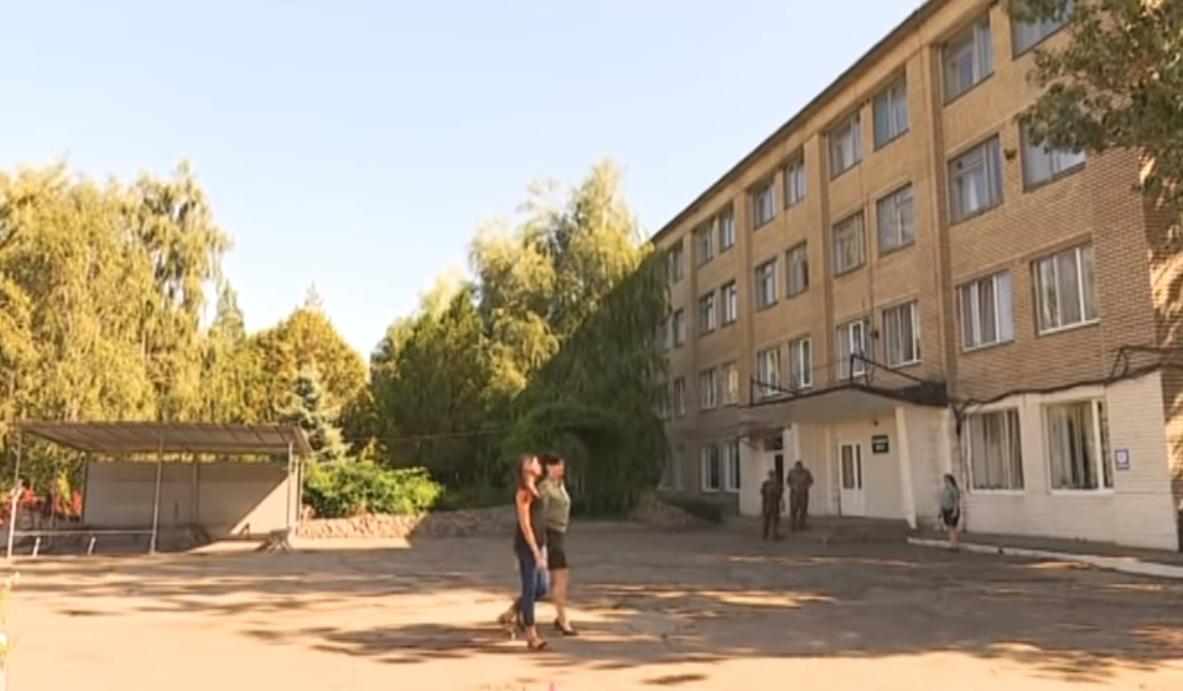 Сбор свеклы и работа швеей: какие условия у Дронова и Зайцевой в тюрьме (видео)