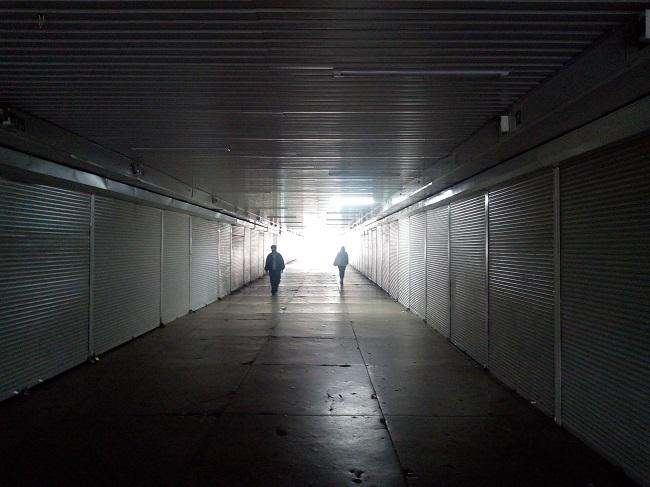 Появились апокалиптические фото пустого вокзала в Киеве: такого еще не было