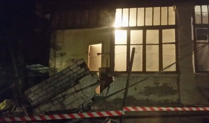 ВОдессе обрушилась стена жилого дома: размещены фото сместа инцидента
