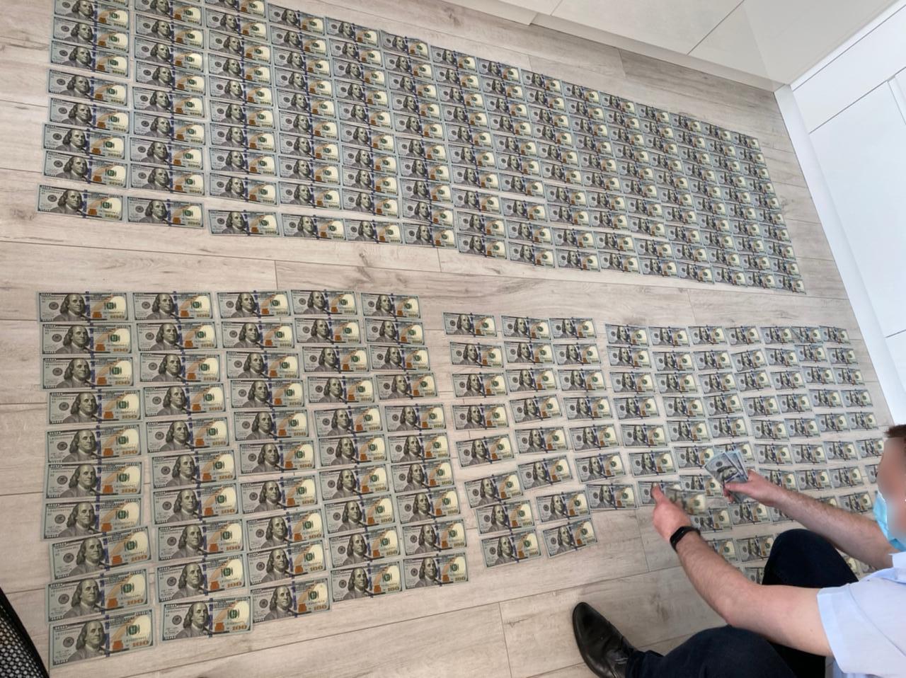 Шантажували іноземні компанії: в Україні викрили кіберсхему на півмільярда доларів
