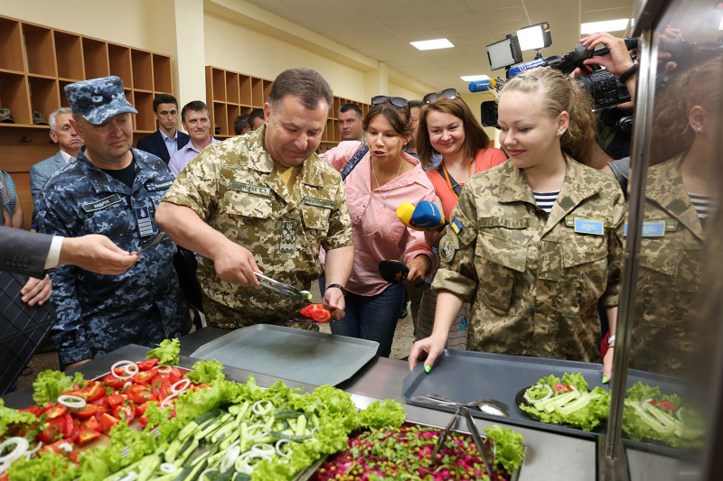 Полторак: ВСУ перейдут на новейшую систему питания доконца 2019г.