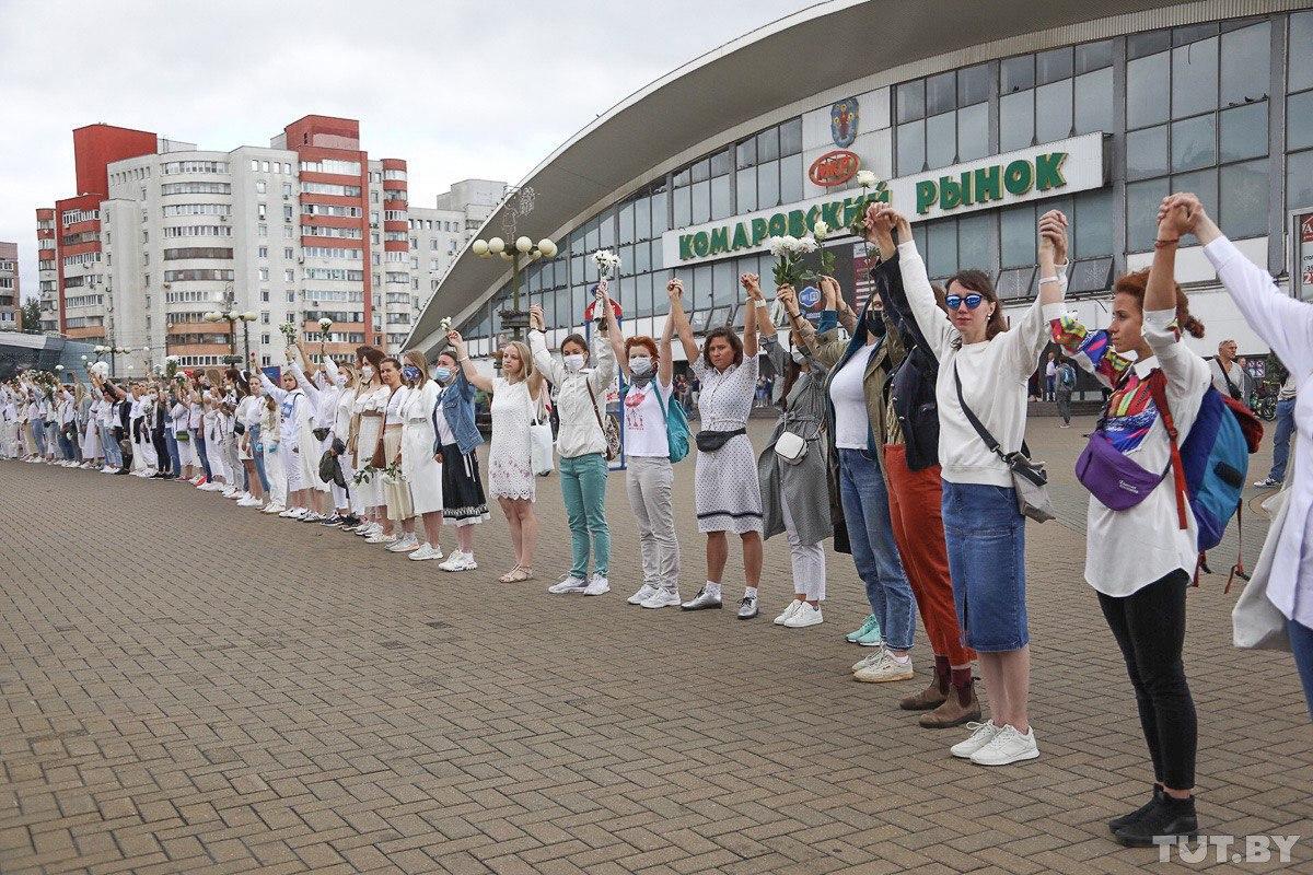 Помолитесь за Беларусь: появились говорящие фото самой жесткой ночи протестов